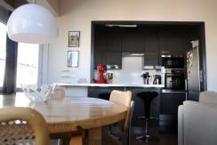 Hoekappartement met 2 slaapkamers en garage in hartje Gent