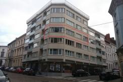 Goedgelegen appartement 2slk. + garage in standingvol gebouw te centrum Gent